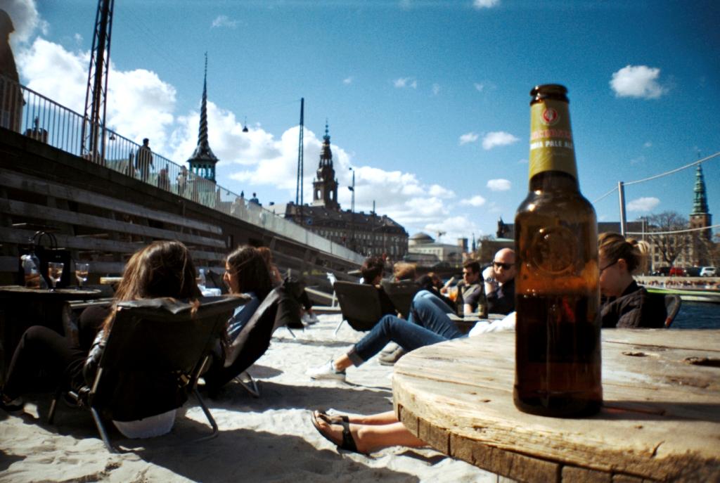Kayakbar Floating Bar Restaurant Beach Beer Kajak Knippelsbro København Copenhagen Copenhej