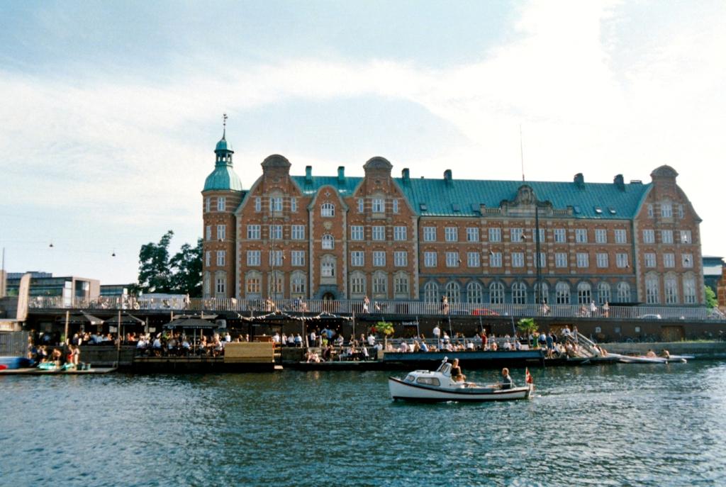 Kayakbar Floating Bar Restaurant Beach Kajak Knippelsbro København Copenhagen Copenhej