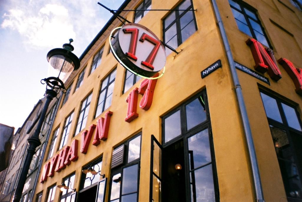 Nyhavn 17 Guide Facade Indre By København Copenhagen Copenhej