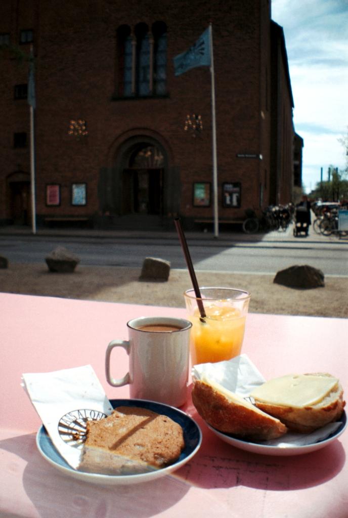 Absalon Folkehus Kirke Church Fællesspisning Community Dinner Cafe Bar Vesterbro København Copenhagen Copenhej