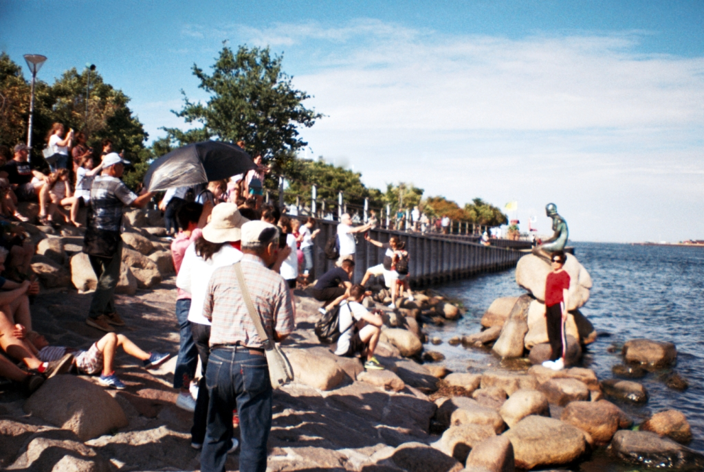 Den Lille Havfrue The Little Mermaid Statue Langelinie Visit Guide Havn Harbor København Copenhagen Copenhej
